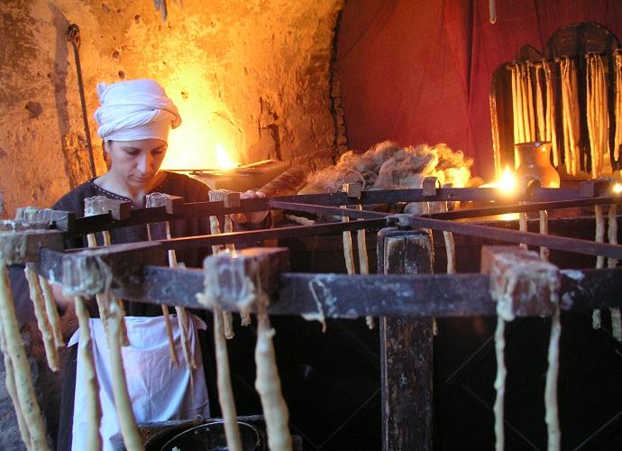fabbricazione-candele-al-castello-di-zumelle